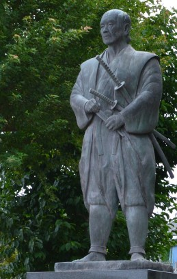 Estatua_de_Tsukahara_Bokuden